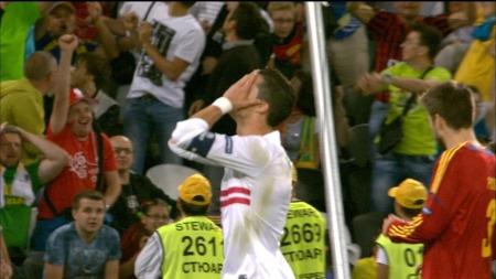 Ronaldo fortviler   etter å ha bommet like før full tid. (Foto: TV 2)