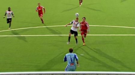 Ulrik Flo scorer mot Fredrikstad. (Foto: TV 2)