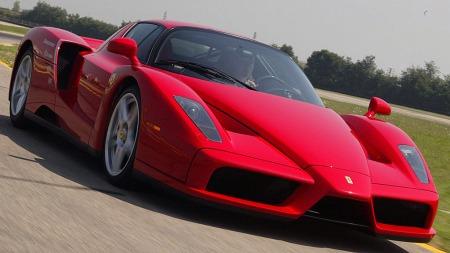 Nå er det snart klart for etterfølgeren til superbilen Ferrari Enzo. Ferdig modell skal stå klar på bilutstillingen i Detroit i januar.