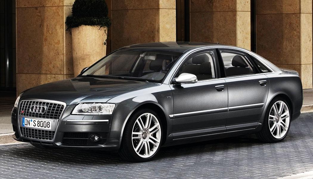 En Audi S8 byr på både komfort, plass og ekstreme ytelser. Under panseret er det nemlig en V10-motor på 450 hk. Illustrasjonsfoto.