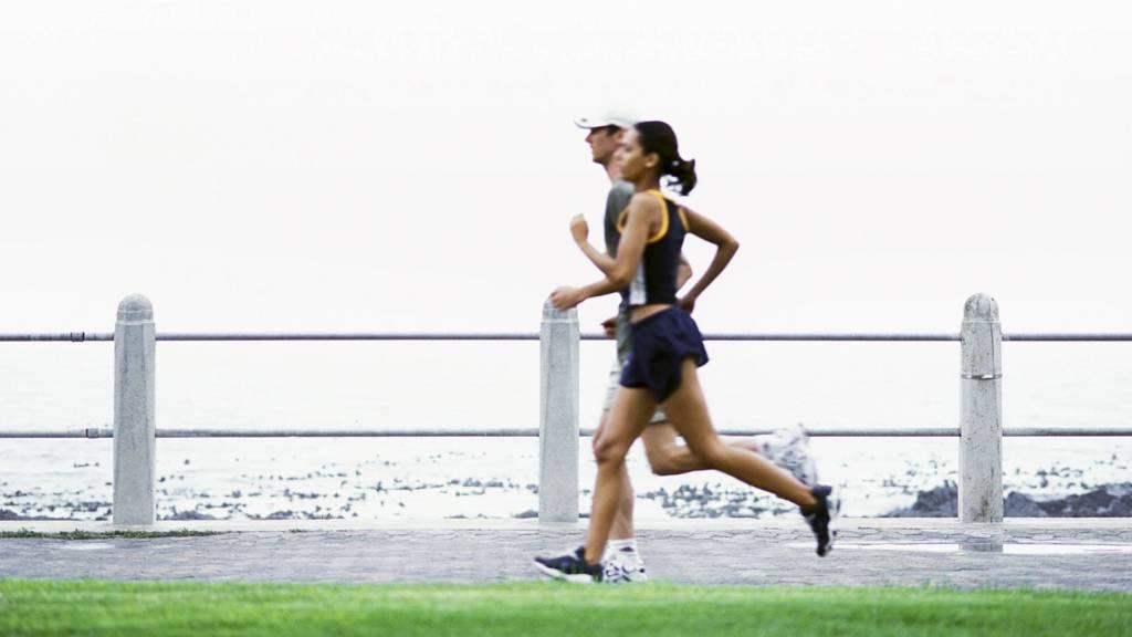 LØPETUR PÅ MORGENEN: Får du unnagjort en treningsøkt på morgenkvisten kan du ha god samvittighet resten av dagen. (Foto: Illustrasjonsbilde / Colourbox/colourbox.com)