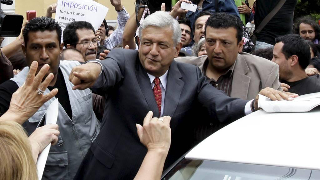NEKTER NEDERLAG: López Obrador (bildet) fra Demokratisk venstreparti ble slått av PRIs kandidat Enrique Peña Nieto i søndagens presidentvalg. Men han nekter å akseptere valgresultatet, som han mener var «skittent» og preget av uregelmessigheter. (Foto: HENRY ROMERO/Reuters)