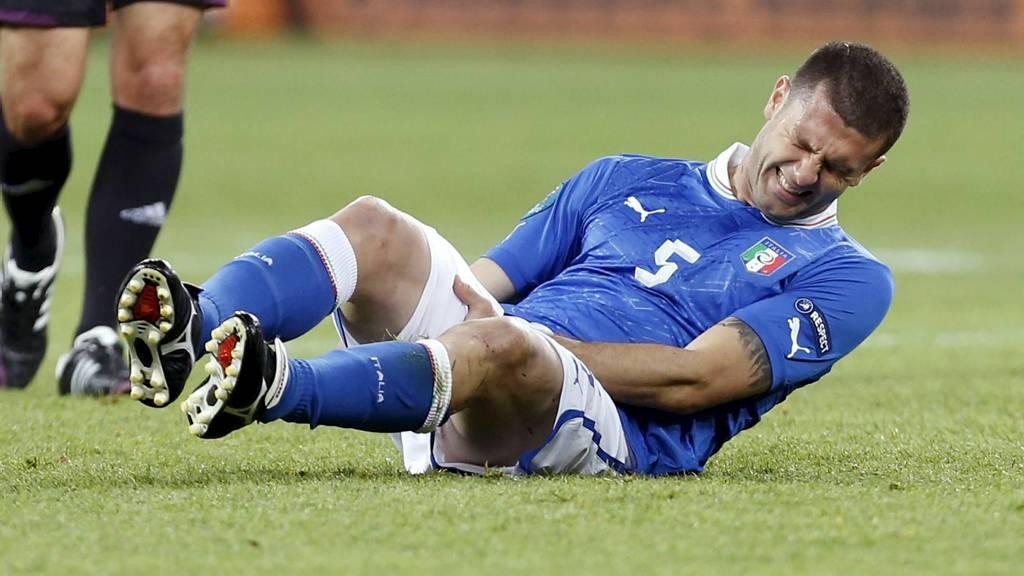 SMERTE: Thiago Motta fikk tre minutter på banen før han fikk strekk i låret. (Foto: Jon Super/Ap)