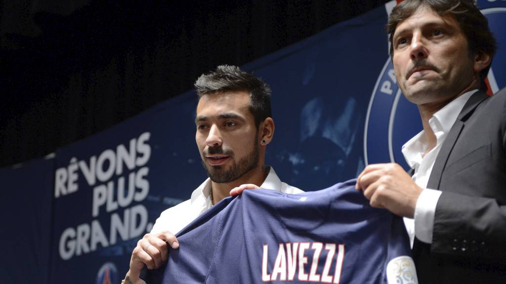 TIL PSG:  Ezequiel Lavezzi fikk trøye nummer 11 i PSG. (Foto: ERIC FEFERBERG/Afp)
