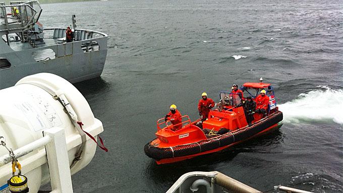 BÅT KANTRET: Redningsskøyta «Ulabrand» deltok i søket etter en ulykke i Store Kufjord i Finmark hvor en mor og en datter (1) omkom tirsdag. (Foto: Kjetil Braaten/Redningsselskapet)