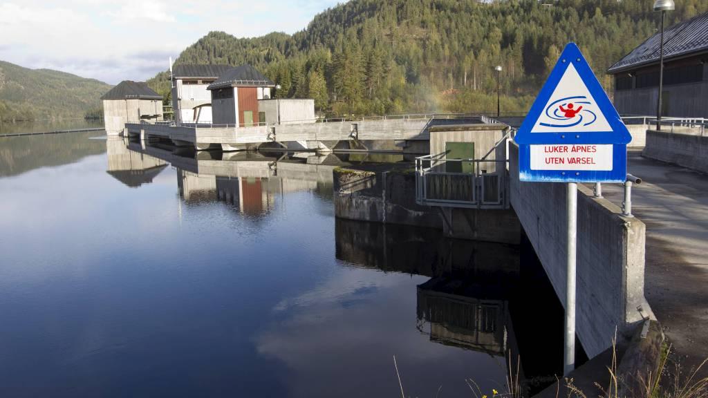 IKKE VANNMANGEL: Mye regn gir lavere strømpris. Bildet er fra Grønvollfoss kraftverk ved Tinnelva i Notodden. (Foto: Bendiksby, Terje/NTB scanpix)