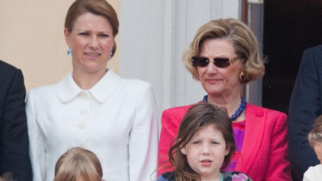 STØTTER PRINSESSEN: Dronning Sonja forteller til Bergens Tidene at hun støtter sin datter fullt og helt og at hun også har opplevd englevakt.