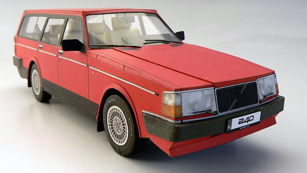 Har du lyst på å bygge bil, men mangler både plass, verktøy og tekniske ferdigheter? Da kan du satse på papir, slik som byggeren av denne gamle Volvoen har gjort. (Foto: volvohobby.com)