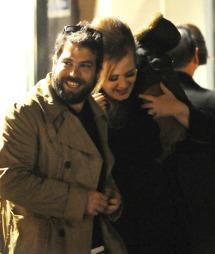 LYKKELIGE: Simon og Adele har   vært sammen i ca. et år, og venter nå sitt første barn. (Foto: KGC-102)