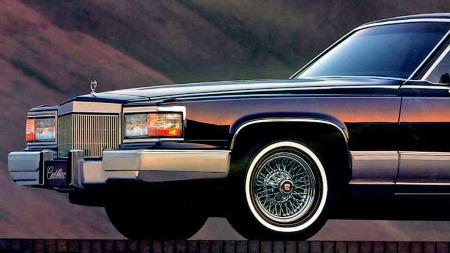 Gammeldags og kantete, men stadig like høyt elsket: I 1990 fikk det ti år gamle karosseriet en liten facelift med nye frontlykter, støtfangere og plastskjørt langs siden som faktisk gjorde den enda mer firkantet. Og under panseret kunne man få 5,7-litersmotoren fra Corvette som tilvalg!