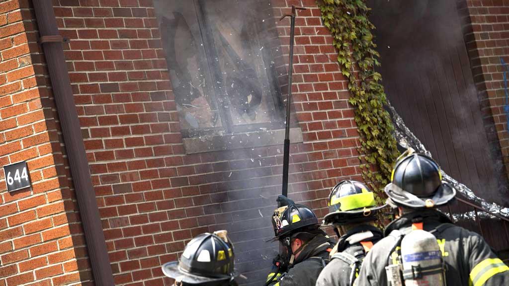 KNUSER SEG INN: Ulike måtar å styra luftstraumane i husa vert  brukt for å tileigna seg ny kunnskap. (Foto: Scanpix)