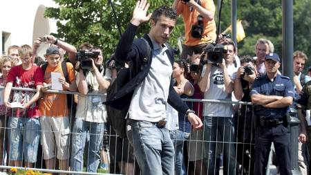 BYE, BYE: Robin van Persie forlater Arsenal. Mest sannsynlig i sommer. (Foto: PAWEL ULATOWSKI/Reuters)
