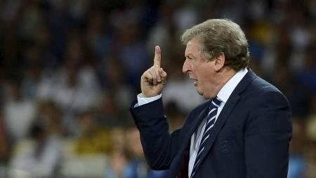 Roy Hodgsons menn tar et skritt opp.  (Foto: NIGEL RODDIS/Reuters)