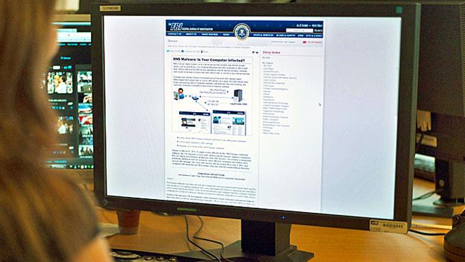 DATAPROBLEMER: Viruset DNS Changer ble laget av nettkriminelle  for å omdirigere internettrafikken ved å ta over domenenavn-systemer i  ulike nettlesere. (Foto: Michel Rubinel/AFP)