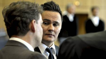 Defendant Ante Sapina (C), accused of organised fraud, speaks   with his lawyer Stefan Conen (L) prior to a session of the so far biggest   European football match-fixing scandal trial in Bochum, western Germany   on May 19, 2011. The verdict is expected to be spoken in the trial in   which six defendants, aged between 29 to 47, are charged with organised   fraud in many cases for having betted on the outcome of soccer matches   and manipulated 47 games of various European leagues. (Foto: SASCHA SCHUERMANN/Afp)