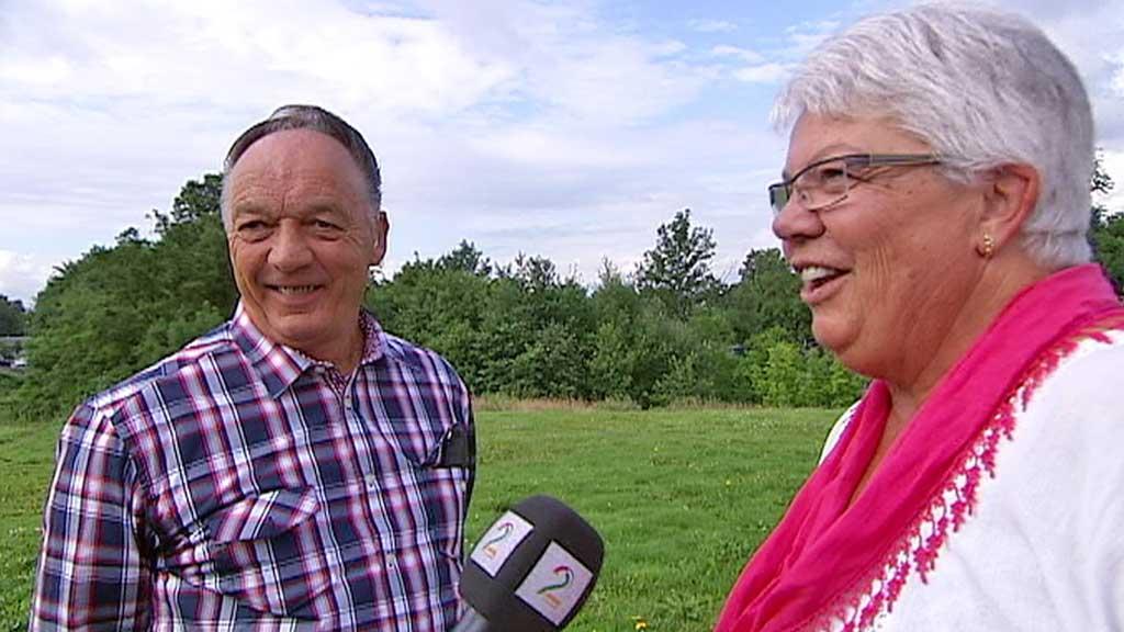 KAN HØRE KONA IGJEN: Cochlea-implantatet har endret livet til 70 år gamle John Enderud. (Foto: Ingvild Gjerdsjø)