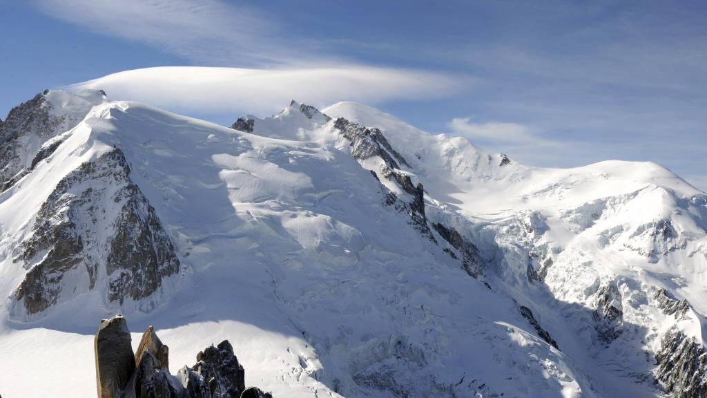 SNØSKRED: Skredet skal ha rammet to grupper med fjellklatrere som var på vei opp ruten Trois Mont. (Foto: JEAN-PIERRE CLATOT/Afp)