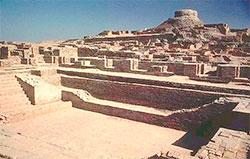 Under sju lag med bebyggelse fant arkeologene dette badet i   Mohenjo-Daro i Pakistan. (Foto: Wikipedia Commons)