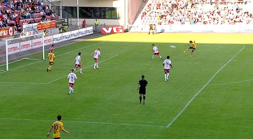 Palmi Rafn Palmason med drømmetreff og scoring mot FFK. (Foto: TV 2)