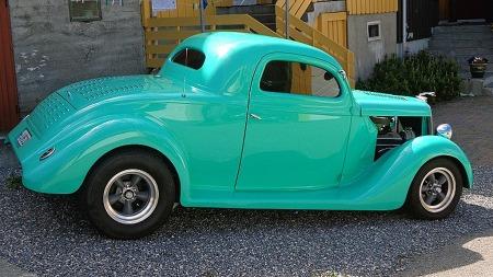 Klassiske 60-tallsfelger fra American Racing var populært på 80-tallet, da bilen ble bygget - og akkurat like populært i dag. Sist Helge så bilen på trykk hadde noen strikket genser til dyrefiguren på panserpryden, men genseren er borte i dag... (Foto: Privat)