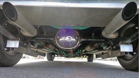 Selv snart 30 år etter at bilen ble bygget er lakken like blank og rusten totalt fraværende selv under bilen. (Foto: Privat)