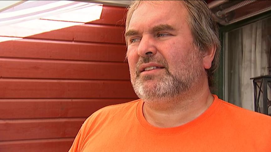 USOLIDARISK: Raymond Turøy og Fagforbundet ber kommunene tenke seg nøye om før de fortsetter spiralen av lønnsøkning. (Foto: TV 2)