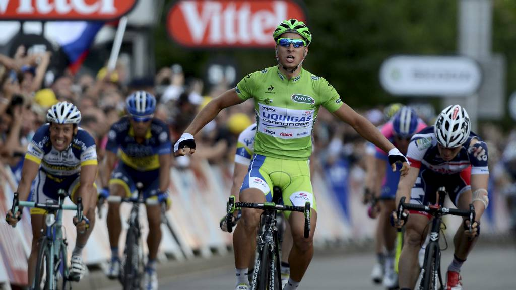SPURT: Andre Greipel (t.h.) må se Peter Sagan vinne spurten i Metz. (Foto: Pete Goding/Pa Photos)
