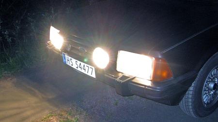 Gamle biler hadde større og høyere reflektorer enn dagens, og dermed i mange tilfeller bedre lys til tross for gammeldags teknologi.
