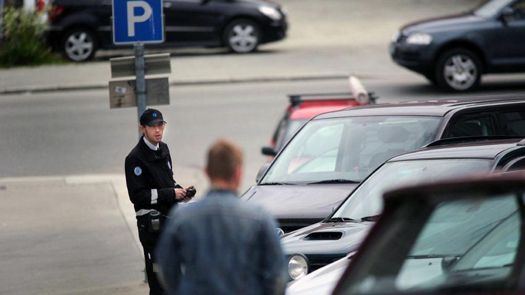 - Selv har jeg ikke opplevd så mye negativt, men jeg har hørt om kolleger som er blitt utsatt for regelrette fysiske angrep, sier trafikkbetjent Dan Andersen. (Foto: Yngve Olsen Sæbbe, nordlys.no/ANB)