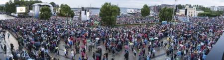 50.000: Tross regnværet fant 50.000 mennesker veien til Rådhusplassen.   (Foto: Scanpix)
