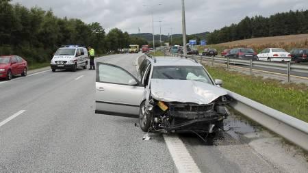 Sandnes Ulf-spiller Edier Frejd satt i bilen som ble knust i   en stygg ulykke på motorveien lørdag. (Foto: RONNY HJERTÅS/)