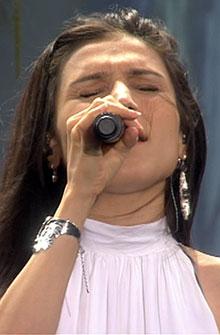 SOME DIE YOUNG: Den svenske artisten Laleh sang på Rådhusplassen.   (Foto: TV 2 )