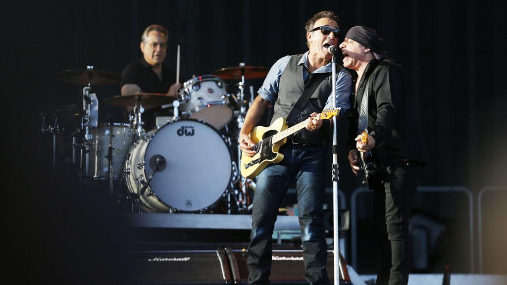 Bruce Springsteen og Little Steven i aksjon på Valle Hovin. (Foto: SCANPIX)