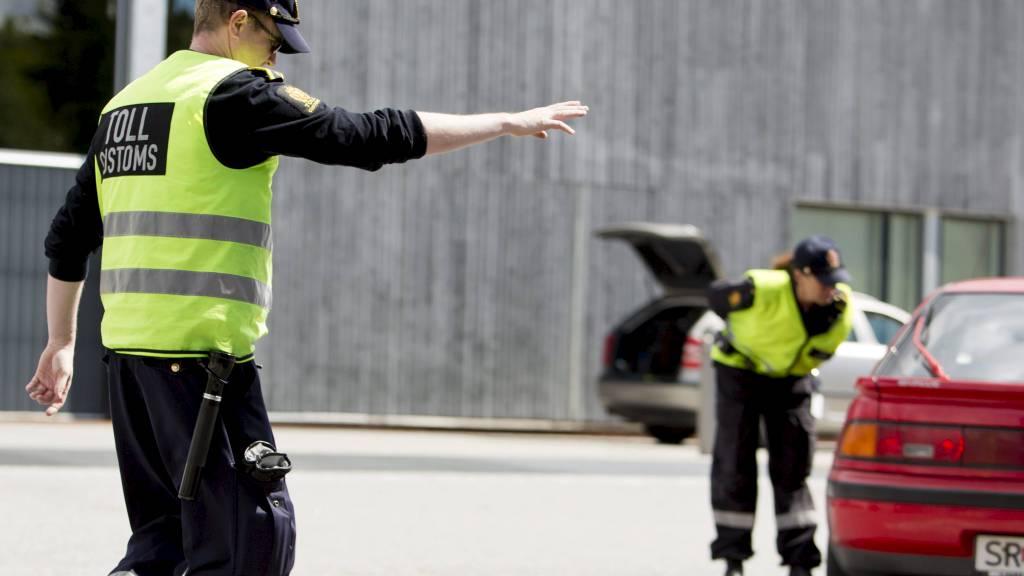 KONTROLL: Til tross for mulighet for både toll- og politikontroll, returnerer mange utviste kriminelle til Norge. (Foto: Tore Meek/NTB scanpix)