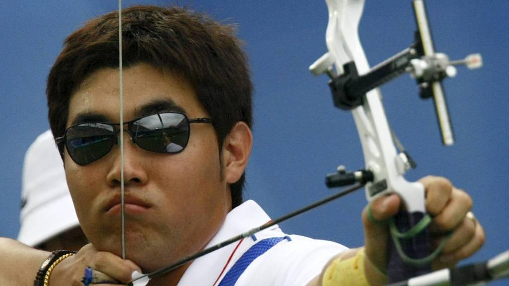 VERDENSREKORD: Dong-Hyun satte ny verdensrekord under rangeringsrunden for bueskytteren i OL.  (Foto: RUBEN SPRICH/Reuters)