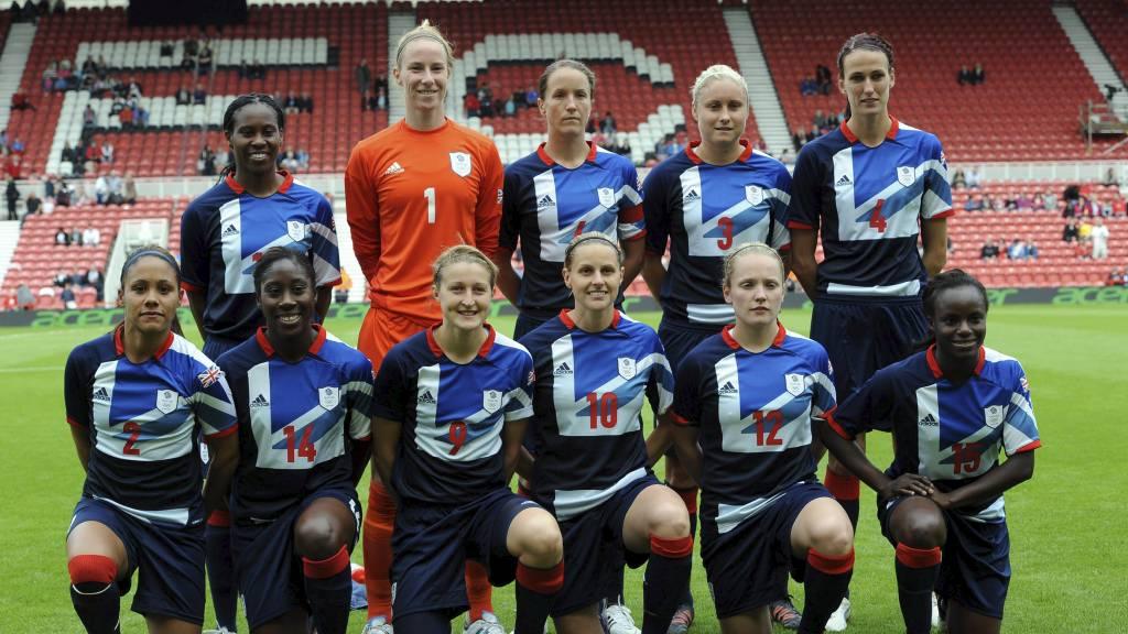 Britenes kvinnelandslag i fotball møter New Zealand i det som blir OLs første øvelse.  (Foto: Anna Gowthorpe/Pa Photos)