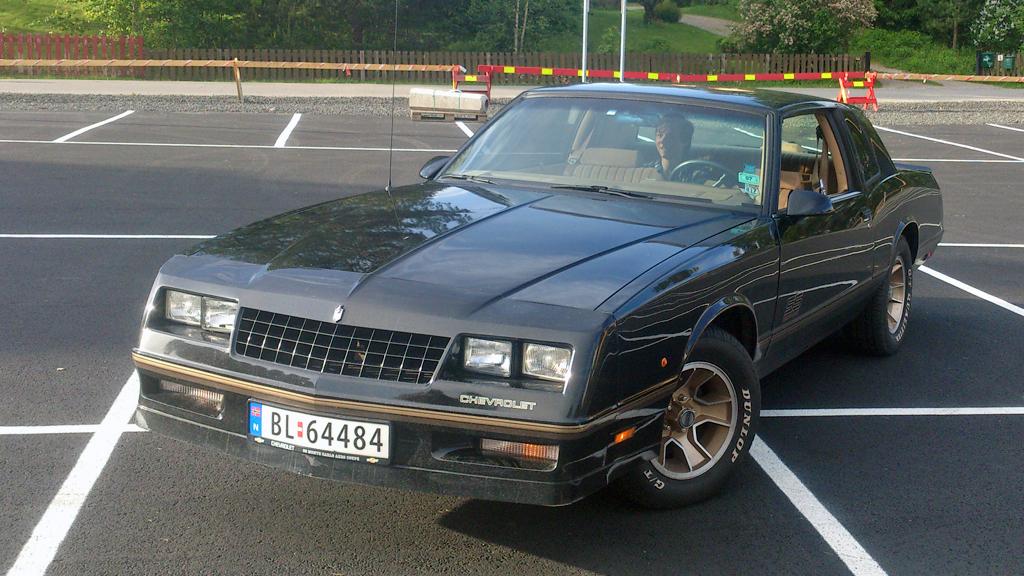 En Chevrolet Monte Carlo er allerede i utgangspunktet en stilren og litt sportslig coupé. SS-versjon gjør den enda tøffere - og Aerocoupé-utgaven har særpreg hentet rett fra NASCAR-racerne. (Foto: Privat)