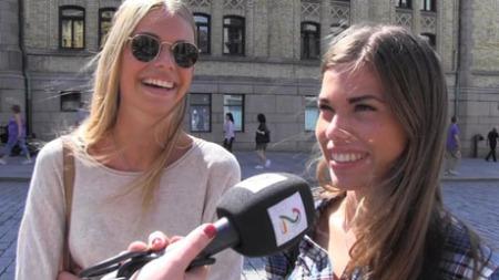 KJENNER NOEN: Christina Korneliussen (16) og Amy Stalker (16)   kjenner flere som sier de kutter ned på mat i helgene, men vet ikke om   de faktisk gjør det når alt kommer til alt... (Foto: Anna Sofie Nesse)