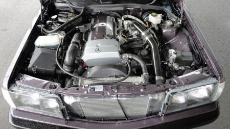 Finishen på detaljene, ikke minst i motorrommet, er i dag av en slik standard at bilen godt kunne vært fabrikkbygget i denne utførelsen. (Foto: Privat)