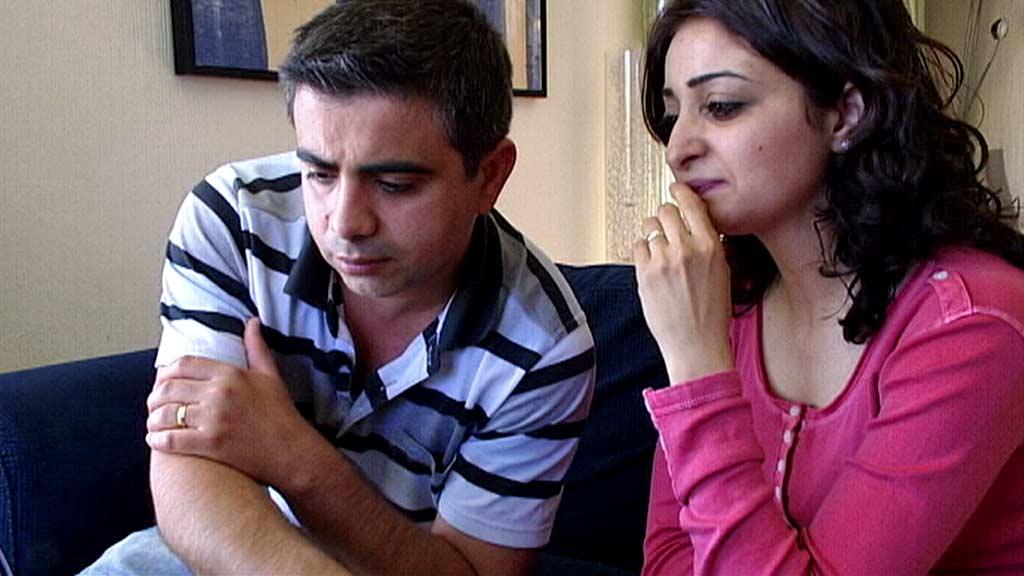 HÅPER BROREN SLIPPER UT: Rawan Ibrahim og ektemannen Hamid Ibrahim håper Rawans bror Raman slipper ut av libanesisk fengsel og ikke blir sendt tilbake til Syria. (Foto: Kai Remi Hagen)