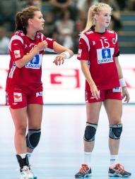 OL-KLARE: Amanda Kurtovic og Linn Jørum Sulland forteller at Skype er nødvendig for å holde kontakt med familien på reise.  (Foto: Tor Gunnar Berland, ©ps)