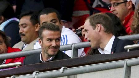 David Beckham og prins William av Wales var på tribunen under Storbritannias møte med De forente arabiske emirater. (Foto: SERGIO MORAES/Reuters)