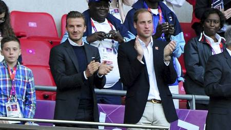 Celebert publikum: David Beckham og Prins William på tribunen (Foto: Adam Davy/Pa Photos)