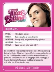 Ifølge fotballkortet hennes er Bettina muligens selve hjernen bak jentenes videoblogg.