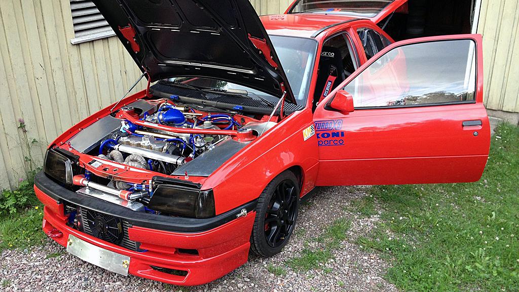Husker du Kadett GSI fra 80-tallet, så husker du også at de bilene kunne by på temmelig friske opplevelser. Denne versjonen er imidlertid sykt rå... (Foto: Privat)