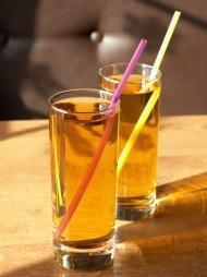 Energidrikk i drinken gjør at du drikker mer. (Foto: Colourbox, ©Colourbox)