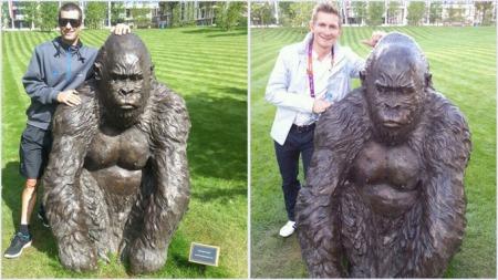 TWITTER-GORILLA: Greg Henderson tvitret først et bilde av seg   selv med gorillaen Greipel. Så fulgte han opp med et bilde av Greipel   og gorillaen. (Foto: Greg Henderson/twitter)