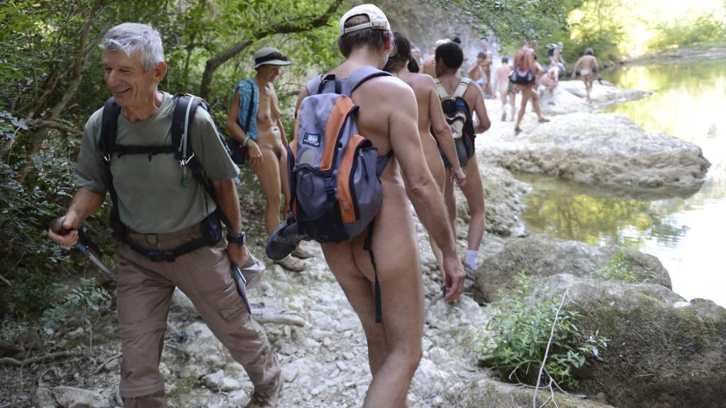 OVERRASKET: Andre turgåere kan få seg en overraskelse hvis de legger ut på vandring her. (Foto: PHILIPPE DESMAZES/Afp)