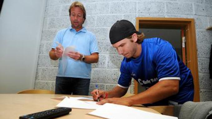 Her signerer Fredrik Börjesen for Storhamar Dragons. Spilleren var en del av franske Dijon i fjor.
