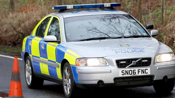 Den skotske 17-åringen ringte ikke politi eller ambulanse da han kom over en alvorlig skadet mann. I stedet la han ut bilde av mannen på internett. (Illustrasjonsfoto) (Foto: David Cheskin/PA Wire)
